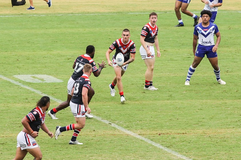 Sydney Roosters' Thomas Deakin passes to Jerry Ratabua.