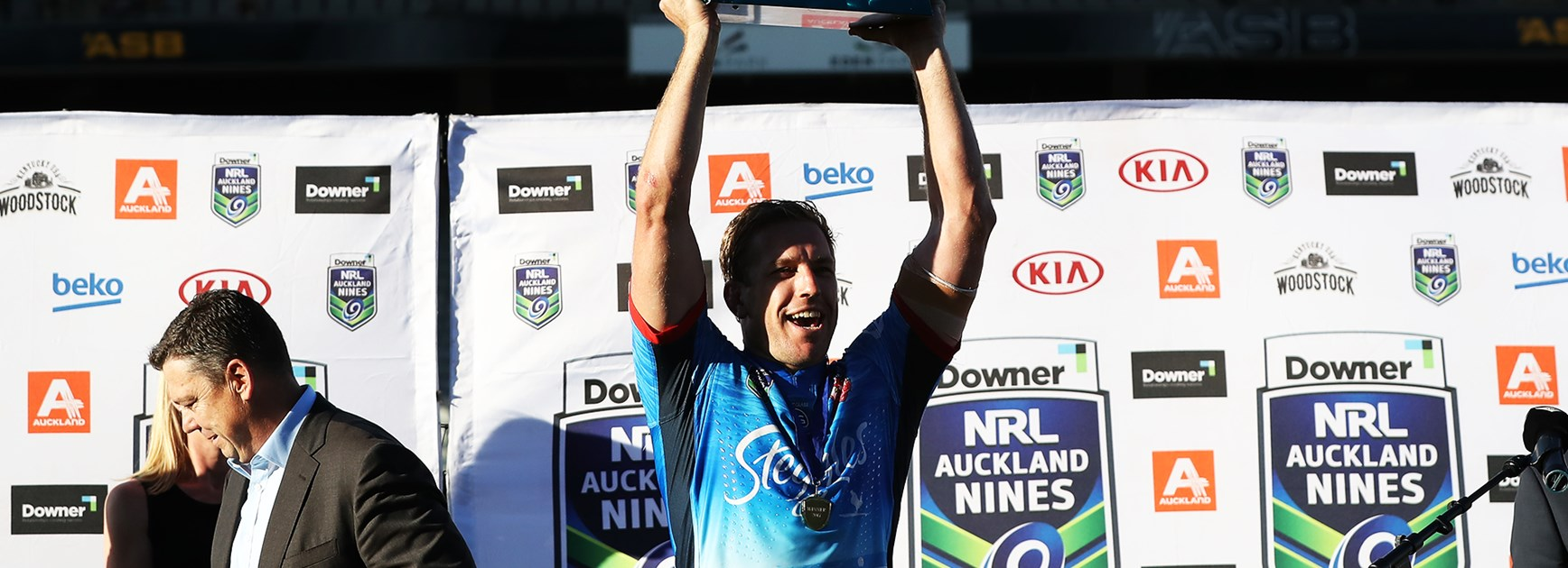 Mitchell Aubusson raises the NRL Auckland Nines trophy after the Club's 2017 win.
